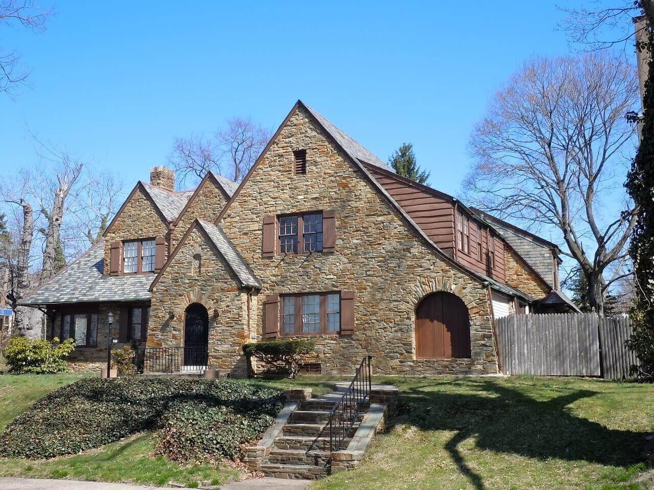 How to choose a historic home in virginia virginia for Virginia house